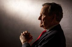 Former U. President George H. Bush, patriarch of one of America's most successful families, dies at 94 George Herbert Walker, George Hw, Country Music News, Country Music Stars, President Ronald Reagan, Former President, Hw Bush, Wwii, Presidents