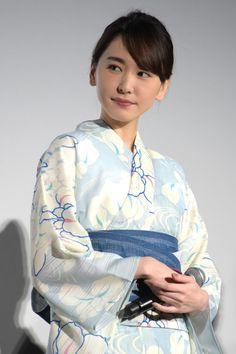 #浴衣#新垣結衣#ガッキー Yukata Kimono, Beauty Around The World, Japanese Beauty, Japanese Kimono, Kimono Fashion, Beautiful Actresses, Beautiful Women, My Style, Womens Fashion