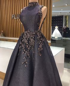 Just this evening, I came through these Couture gown styles. These gown styles are highly rated in the world of fashion. Gala Dresses, Couture Dresses, Dress Outfits, Evening Dresses, Fashion Dresses, Dress Up, Elegant Dresses, Pretty Dresses, Beautiful Dresses