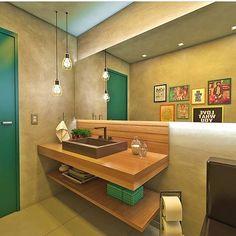 Saindo do convencional e dando um ar mais despojado para o lavabo! Apaixonado pela porta total verde! Via: @dicadedecor. Projeto: Oblique Interiores.