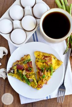 Gluten Free Breakfast Pizza with Hash Brown Crust is the answer to your GF pizza prayers! This easy, gluten free pizza recipe is perfect for any meal of the day. Mexican Breakfast Recipes, Gluten Free Recipes For Breakfast, Gluten Free Breakfasts, Brunch Recipes, Good Morning Breakfast, Breakfast Pizza, Breakfast Time, Breakfast Ideas, A Food