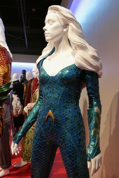 Jason Momoa and Amber Heard Aquaman movie costumes on display. Superhero Movies, Comic Movies, Sci Fi Movies, Comic Book Costumes, Movie Costumes, Dc Cosplay, Cosplay Ideas, Costume Ideas, Mera Dc Comics