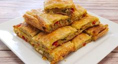 This is a fantastic recipe for Greek eggplant pie with peppers and feta cheese. It's the very popular Melitzanopita. Turkish Recipes, Greek Recipes, Ethnic Recipes, No Dairy Recipes, Vegetarian Recipes, Kitchen Recipes, Cooking Recipes, Vegetarian Stuffed Peppers, Savory Pastry