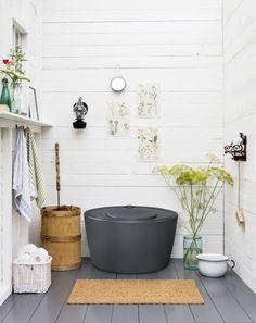 Kekkilä Kompostoiva kuivikekäymälä 100 l Outdoor Toilet, Barrel Ceiling, Swedish Cottage, Pot Rack Hanging, Summer Cabins, Minimalist Garden, Composting Toilet, Modern Garden Design, Cottage Interiors