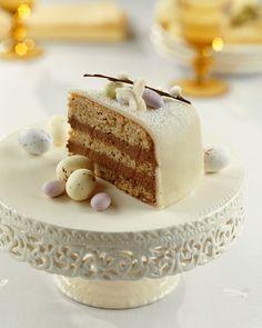 Österliche Torte mit Mandelbiskuit und Nougat | Zeit: 1 Std. | http://eatsmarter.de/rezepte/oesterliche-torte-0