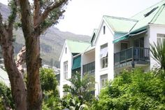 22 Merlot - 22 Merlot is an immaculate and tastefully furnished loft apartment sleeping up to four guests.  The apartment offers ideal accommodation for a family and is located within easy walking distance to the ... #weekendgetaways #houtbay #southafrica