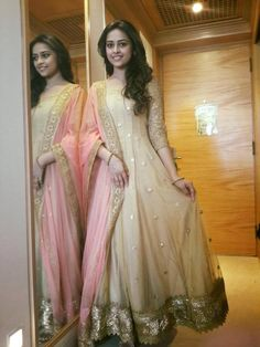 Sri Divya Latest HD pictures and wallpapers 2020 - NatoAlpabet Pakistani Dresses, Indian Dresses, Indian Outfits, Indian Attire, Indian Wear, Deep Purple Wedding, Desi Wear, Kurta Designs Women, Indian Fabric
