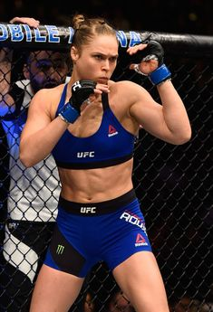Ronda Rousey Knocked Out 48 Seconds Into UFC 207 Comeback Ronda Rousey Knocked Out 48 Seconds Into You can fi. Ronda Rousey Wwe, Ronda Jean Rousey, Ronda Rousey Body, Female Mma Fighters, Ufc Fighters, Boxe Fight, Divas Wwe, Rowdy Ronda, Female Fitness