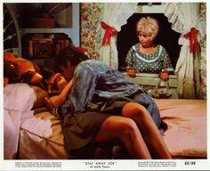 1968 3 08 = stay away joe = Elvis Presley avec l'actrice joan Blondell