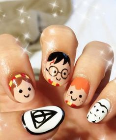 Harry Potter isn't really a Halloween motif, but what better day is there (besides July to celebrate your favorite witches and wizards? We detailed how character faces look best on short nails already, but our main advice is to be patient, thin brus Harry Potter Nails Designs, Harry Potter Nail Art, Nail Art Halloween, Halloween Nail Designs, Pretty Nail Art, Beautiful Nail Art, Maquillage Harry Potter, Nail Art Designs, Jolie Nail Art