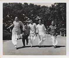 Sunil Dutt and Kishore Da with Mukri, Keshto Mukherjee and Raj Kishore in classic comedy, Padosan Old Film Stars, Movie Stars, R D Burman, Sunil Dutt, Kishore Kumar, Bollywood Pictures, Legendary Singers, Classic Comedies, Vintage Bollywood