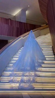 Extravagant Wedding Dresses, White Wedding Dresses, Bridal Dresses, Wedding Gowns, Wedding Dress Train, Gorgeous Wedding Dress, Beautiful Dresses, Perfect Wedding, Wedding Ideias