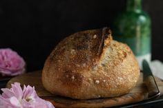 S celozrnnou múkou, nadýchaný a chrumkavý? Taký je meštiansky chlieb, ktorý sa oplatí vyskúšať. Ulahodil každému u nás doma, aj napriek rozdielnym chutiam.
