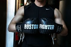 EverybodyFights has partnered with Rumble Bros to design, create and now proudly introduce the Boston Fighter Glove. About the Glove This glove was built with the celebration of Boston in mind. It isdedicated to the people of the city and it's rich boxing history. It has all the importantaspects of a professional fighting gloveand isone of EBF's most special products …