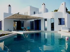 A refreshing swimming pool was exactly what this island home needed to become a private paradise!