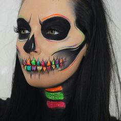 Pin by Brenda Romero Montoya on ❤️bren in 2019 Scary Makeup, Skull Makeup, Face Makeup, Amazing Halloween Makeup, Halloween Face, Fantasias Halloween, Pinterest Makeup, Makeup Challenges, Special Effects Makeup