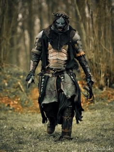 This looks terrifying. Nice scary fantasy character for LOTP. Fantasy Armor, Medieval Fantasy, Dark Fantasy, Character Concept, Character Art, Concept Art, Larp, Grandeur Nature, Armor Clothing