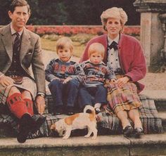 September 1986 ~ Prince Charles, Prince William, Prince Harry and Diana, Princess of Wales are pictured at Balmoral after the Braemar Games. Lady Diana Spencer, Diana Son, Prince William And Harry, Prince Andrew, Prince Charles, Princess Diana Family, Prince And Princess, Princess Of Wales, Real Princess
