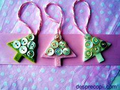decoratiuni cu nasturi - Căutare Google Christmas Ornaments, Holiday Decor, Google, Home Decor, Decoration Home, Room Decor, Christmas Jewelry, Christmas Decorations, Home Interior Design