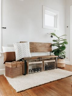 DIY Front Entryway Wood Bench I've been on the hunt for the perfect front entryway bench to pull tog Small Entryway Bench, Entryway Bench Storage, Rustic Entryway, Front Entryway Decor, Entryway Closet, Entryway Ideas, Diy Wood Bench, Bench Decor, Upper East Side Apartment