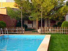 CIUDAD REAL, GRANATULA DE CALATRAVA. Casa rural Crisalva. Dispone de 4 dormitorios dobles, baño, 2 aseos, cocina, salón comedor, patio, porche, jardín y piscina. Situada dentro del casco urbano, a 10 km. de #Almagro y a 29 km. de Ciudad Real. Es un lugar ideal para disfrutar de la tranquilidad, la naturaleza y visitar lugares de interés turístico, como los #yacimientos_arqueológicos de la #edad_del_bronce_y_Visigodo, el pantano #Vega_del_Jabalón, etc. #Bicicletas (previa petición)