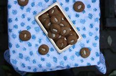 Voňavé akřupavé sušenky zklasické švédské kuchařky Sju sorters kakor, kterou mi předdvěma lety veŠvédsku věnovala babička odmé au-pair rodiny. Voní achutnají podobně jako perníčky pepparkakor ajsou překrásné napohled.