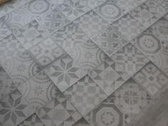 Prachtige patchworktegels 60x60 met 20x20 patroon. Dus weinig voegen en makkelijk in onderhoud. Te zien als voorbeeldvloer bij Tegelhuys Wijhe (48-CN) Tegelhuys