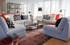 Skleněná deska stolku Vittsjö a funkcionalisticky prostý tvar jsou v přímém kontrastu s měkkým čalouněním pohovky. Napětí, které přináší konfrontace tvarů a materiálů, působí vzrušujícím dojmem. Cena stolku je 999 Kč; Ikea