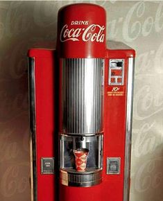 The Lyon 500 vended 500 cups of Coca-Cola and dates from 1947 to The machine was generally used at high end locations such as movie theaters. first movie I went to, urban cowboy. This is how I coke was dispensed. Coca Cola Vintage, Coca Cola Ad, Always Coca Cola, World Of Coca Cola, Mountain Dew, Ginger Ale, Soda Machines, Vending Machines, Root Beer