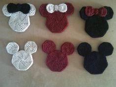Crochet pattern for vintage Mickey and Minnie coasters. Could also be strung together to make a garland crochet Crochet Home, Love Crochet, Crochet Gifts, Crochet Motif, Crochet Flowers, Crochet Baby, Knit Crochet, Crochet Appliques, Crochet Kitchen