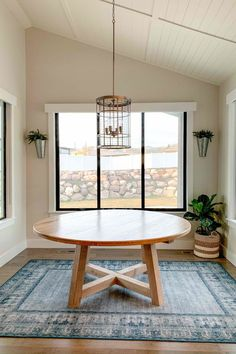 Full tutorial on how to build a 8 to 10 person round dining table from simple lumber on a budget with basic tools.