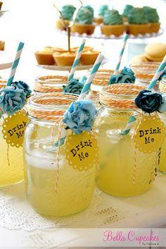 "Mason Jars--""Drink Me"" Alice in Wonderland party Mojito, Fiesta Baby Shower, Baby Shower Tea, Bridal Shower, Mad Hatter Party, Mad Hatter Tea, Mad Hatters, Deco Buffet, Alice Tea Party"