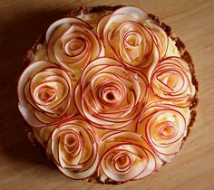 2 Tadaaa, another variant of the rose apple cake. The apples are not mitgebacken, but put into a pudding cream. A bit of lemon juice ensures that the apples do not break down. Pies Art, Apple Roses, Food Garnishes, Food Design, Apple Pie, Food Art, Food Photography, Sweet Treats, Dessert Recipes