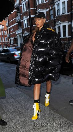 79a872a129ec Rihanna bundles up in puffy coat as she hits London Harrods Bundled up  Pop  star Rihanna wore an extremely over-sized puffy coat as she visited  department ...