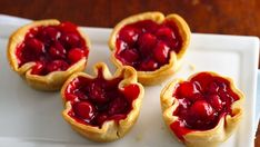 Pie Cups Easy and adorable! Bake individual little pies in muffin cups using Pillsbury® refrigerated pie crust. Bake individual little pies in muffin cups using Pillsbury® refrigerated pie crust. Mini Cherry Pies, Sweet Cherry Pie, Cherry Tart, Mini Pies, Mini Desserts, Easy Desserts, Summer Desserts, Impressive Desserts, Plated Desserts