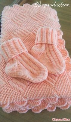 Baby blanket tricot bebe 70 ideas for 2019 Baby Booties Knitting Pattern, Knit Baby Booties, Baby Hats Knitting, Baby Knitting Patterns, Knitted Baby Clothes, Knitted Baby Blankets, Baby Blanket Crochet, Crochet Baby, Baby Shawl