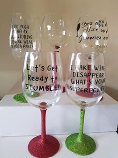 How to make custom glitter wine glasses using a Cricut vinyl cutter. They make great gifts for all occasions are are a perfect starter for a small home business. glasses Painting Moving Decor and Organization Glitter Wine Glasses, Diy Wine Glasses, Custom Wine Glasses, Decorated Wine Glasses, Decorated Bottles, Painted Bottles, Cricut Vinyl Cutter, Cricut Tutorials, Cricut Ideas