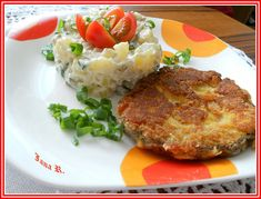 Plátky uzeného masa potřeme česnekem utřeným se solí a pepřem a necháme zhruba půl hodiny odležet.  Pak obalíme ve vajíčku ušlehaném s hořčicí a... Baked Potato, Mashed Potatoes, Grains, Rice, Meat, Chicken, Baking, Ethnic Recipes, Kochen