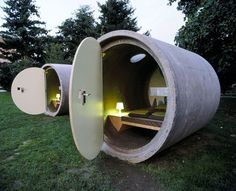 Das Park Hotel - sleep in a sewer pipe in a park. You reserve your room and pay as you wish. Pipe hotels now in Ottensheim near Linz, Austria and in Bernepark near Essen, Germany Design Hotel, House Design, Unusual Hotels, Drain Pipes, Water Pipes, Park Hotel, Dog Hotel, Hotel Motel, Hotel Lobby