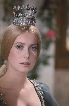 CATHERINE DENEUVE PEAU D'ANE 1970