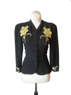 Beautiful black and yellow floral patterned vintage 1940s rayon jacket. #vintage #1940s #fashion
