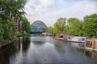 Donauwelle mit Wohnschiffen