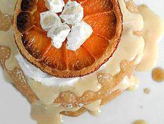 Ricette celiachia - Torretta di frappe con crema al mascarpone, panna, riduzione di arancia e guarnita con una fettina di arancio disidratato e crumble di torro