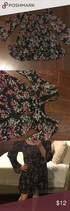 Open back floral boho bell sleeve dress Worn once! One of my favorites... super cute and flattering. Happy to answer questions. Thanks for shopping! Dresses Mini