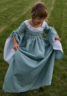 Blue Princess Dress by oh-sew-fun Renaissance Costume, Medieval Costume, Renaissance Clothing, Medieval Fashion, Medieval Dress, Historical Costume, Historical Clothing, Little Girl Dresses, Flower Girl Dresses