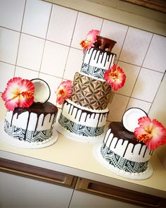 5 tier fresh coconut, Tanoa & peach colour hibiscus cake, with Siapo & tattoo patterns 21st Cake, 50th Cake, 21st Birthday Cakes, Hibiscus Cake, African Wedding Cakes, African Cake, Island Cake, Patterned Cake, Tapas