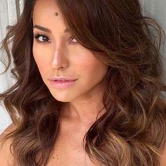 Sabrina Sato posa mostrando os detalhes da maquiagem - Instagram