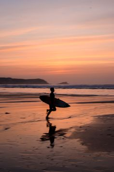 Shot taken at Fistral Beach, Newquay. Newquay Uk, Newquay Cornwall, Cornwall Surfing, Cornwall Beaches, Uk Beaches, Skate Surf, Landscape Paintings, Landscapes, Beach Tops
