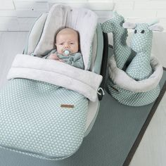Baby's Only Fußsack Sun Autositz grau / silbergrau - IKenIK. Baby Necessities, Baby Essentials, Baby Garvin, Babys Only, Baby Footprints, Baby List, Baby Arrival, Baby On The Way, Baby Decor