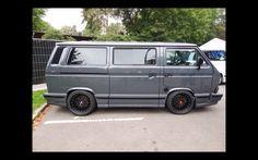Umbauten auf Transporterbasis gibt es viele, doch dieser T3 W12 setzt allem die Krone auf... Vw Bus T3, Car Volkswagen, Bus Camper, Vw T3 Tuning, Vw Syncro, Transporter T3, Campervan, Dream Cars, Chevrolet